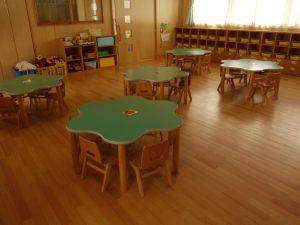 年少保育室天然木をふんだんに使用した保育室です